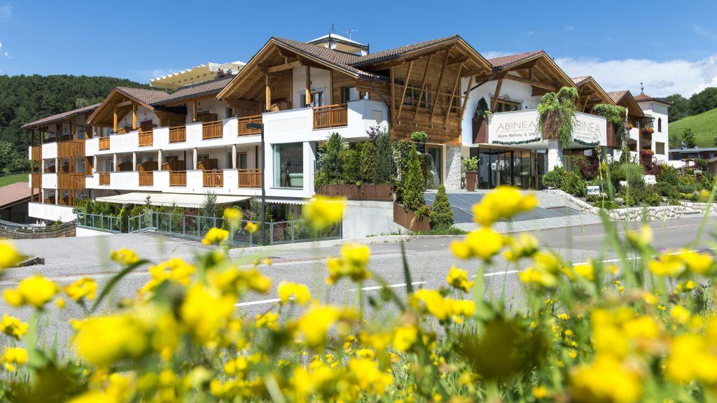 Abinea Dolomiti Romantic SPA Hotel Kastelruth Hotel outdoor area - Abinea_Dolomiti_Romantic_SPA_Hotel-Kastelruth-Hotel_outdoor_area-1-421765.jpg