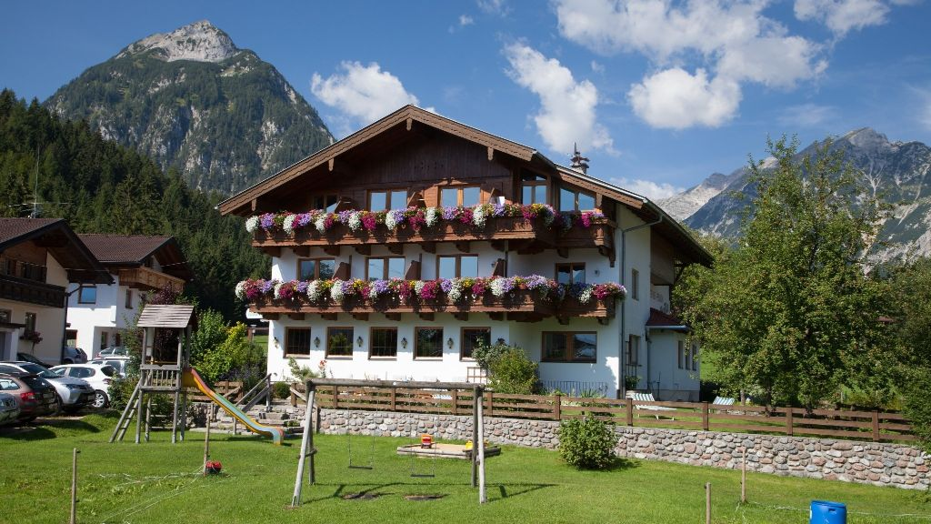 Golfvilla Gasthof Pension Pertisau Eben am Achensee Hotel outdoor area - Golfvilla_Gasthof_Pension-Pertisau_Eben_am_Achensee-Hotel_outdoor_area-3-431483.jpg