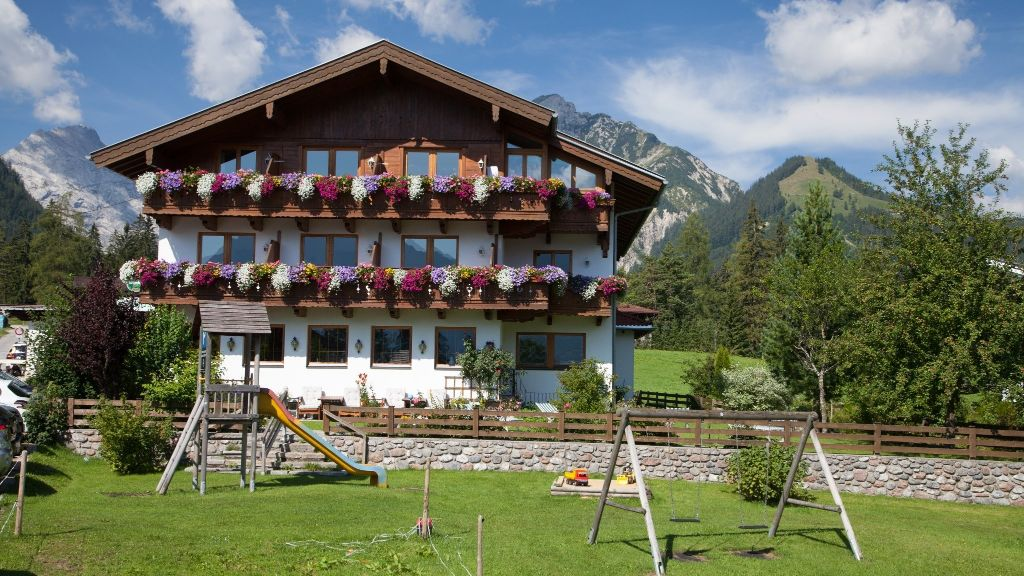 Golfvilla Gasthof Pension Pertisau Eben am Achensee Hotel outdoor area - Golfvilla_Gasthof_Pension-Pertisau_Eben_am_Achensee-Hotel_outdoor_area-3-431483.jpg