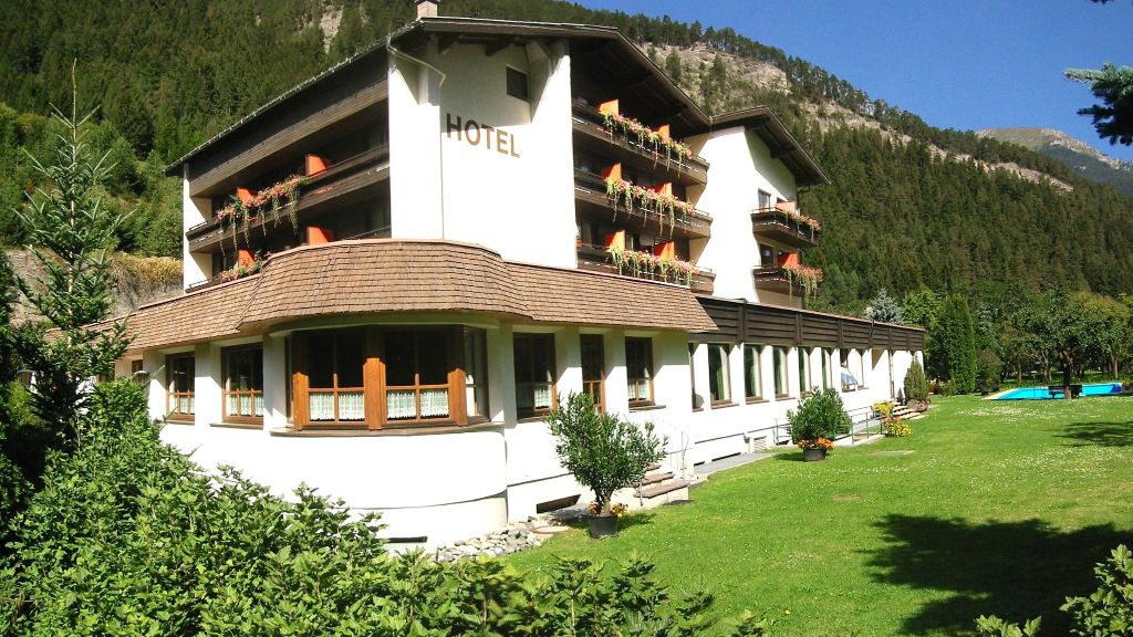 Hotel Kajetansbruecke Pfunds Exterior view - Hotel_Kajetansbruecke-Pfunds-Exterior_view-3-433435.jpg