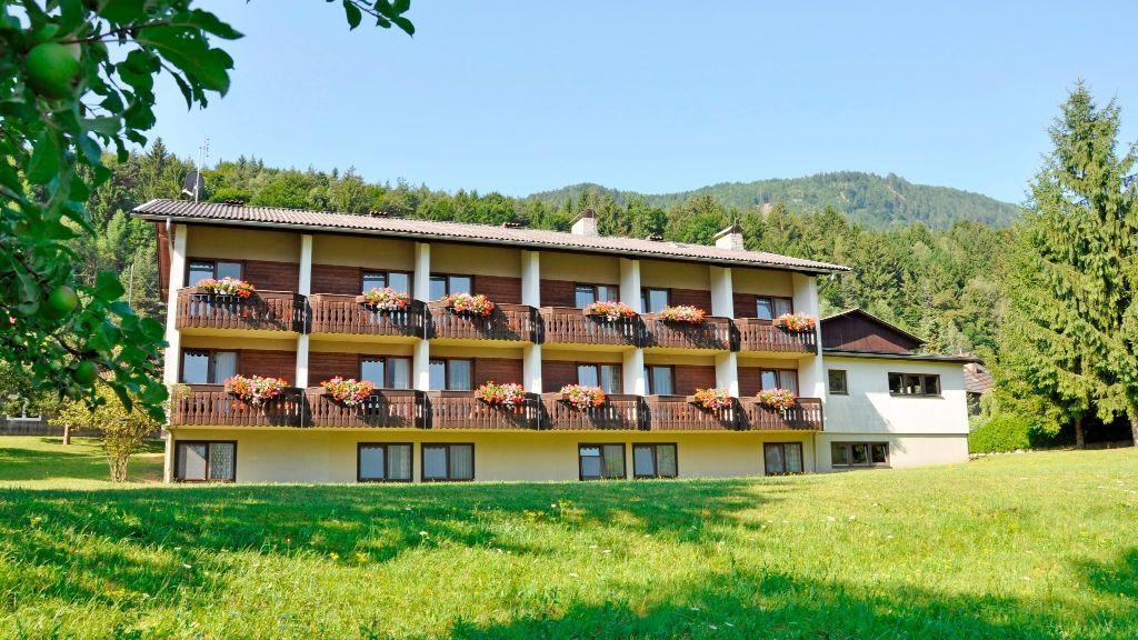 Dorfgasthof Staberhof Weissenstein Kellerberg Hotel outdoor area - Dorfgasthof_Staberhof-Weissenstein-Kellerberg-Hotel_outdoor_area-436075.jpg