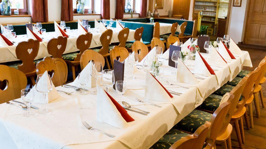 Aichingerwirt S Gasthof Pension Mondsee Banquet hall - Aichingerwirt_S_Gasthof_Pension-Mondsee-Banquet_hall-1-437542.jpg