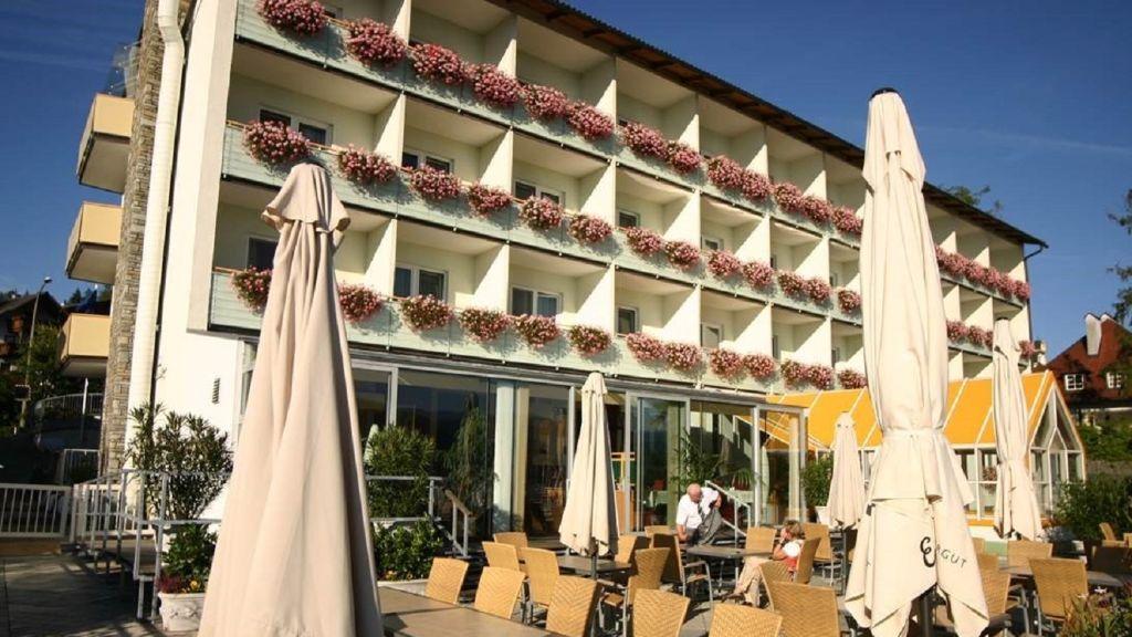Hotel Attersee Urlaubs und Seminar Hotel Seewalchen am Attersee Hotel outdoor area - Hotel_Attersee_Urlaubs-_und_Seminar_Hotel-Seewalchen_am_Attersee-Hotel_outdoor_area-437650.jpg