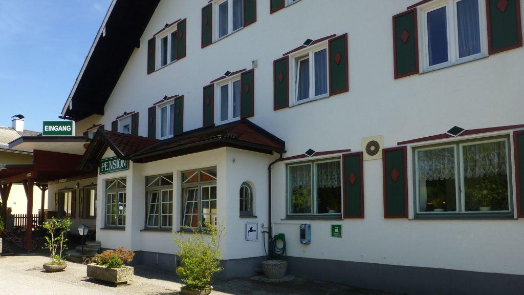 Gasthof Rosslwirt Strass im Attergau Hotel outdoor area - Gasthof_Rosslwirt-Strass_im_Attergau-Hotel_outdoor_area-438281.jpg