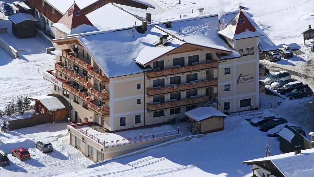 Alpinhotel Berghaus Tux Aussenansicht - Alpinhotel_Berghaus-Tux-Aussenansicht-10-452864.jpg