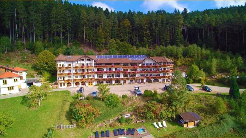 Basler Hof Wellnesshotel Lauterbach Exterior view - Basler_Hof_Wellnesshotel-Lauterbach-Exterior_view-1-459732.jpg