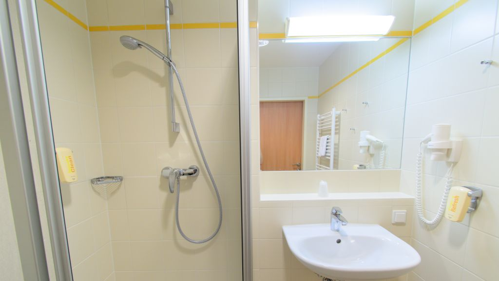 JUFA Hotel Donnersbachwald Almerlebnis Donnersbachwald Bathroom - JUFA_Hotel_Donnersbachwald_-_Almerlebnis-Donnersbachwald-Bathroom-537252.jpg