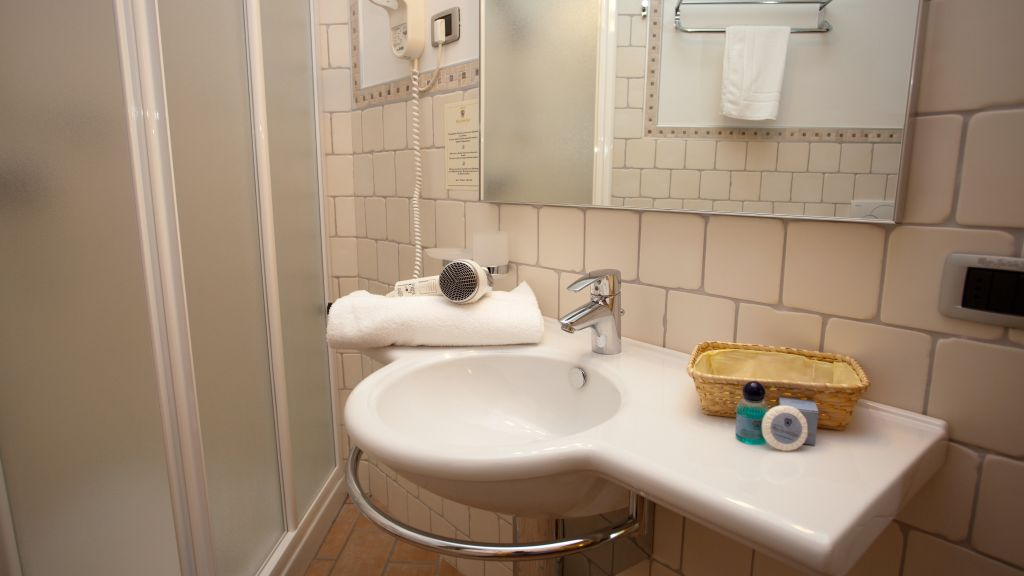 Maso Speron dOro Agriturismo Rovereto Bathroom - Maso_Speron_dOro_Agriturismo-Rovereto-Bathroom-538989.jpg
