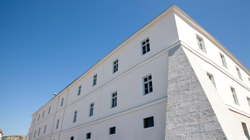 Altes Kloster Hainburg an der Donau Aussenansicht - Altes_Kloster-Hainburg_an_der_Donau-Aussenansicht-2-541713.jpg