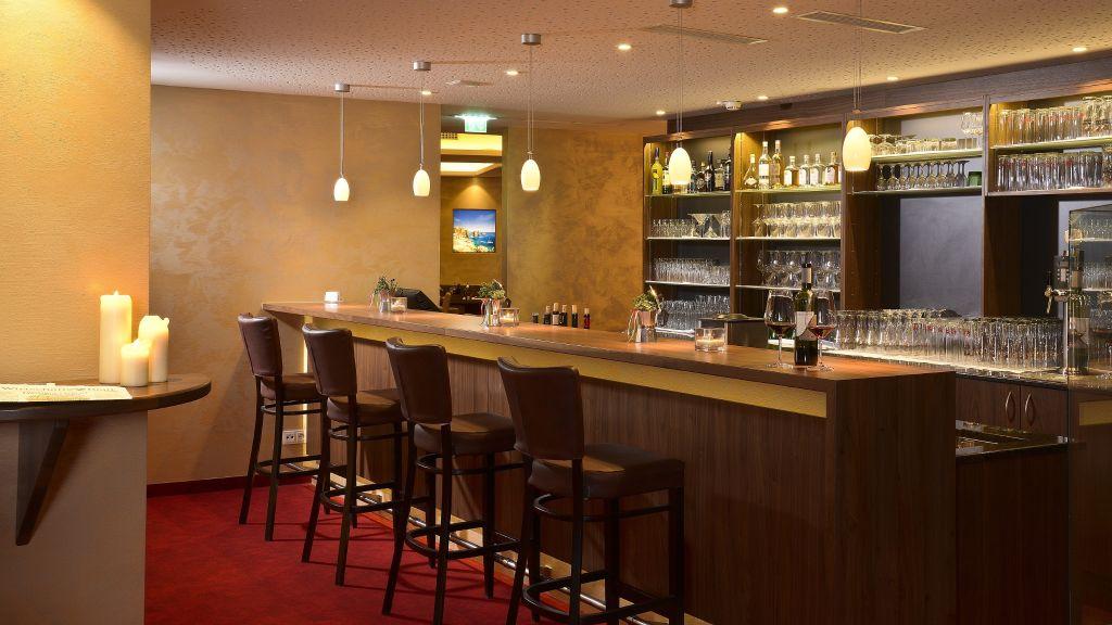 Momentum Anif Hotel Bar - Momentum-Anif-Hotel-Bar-1-544778.jpg