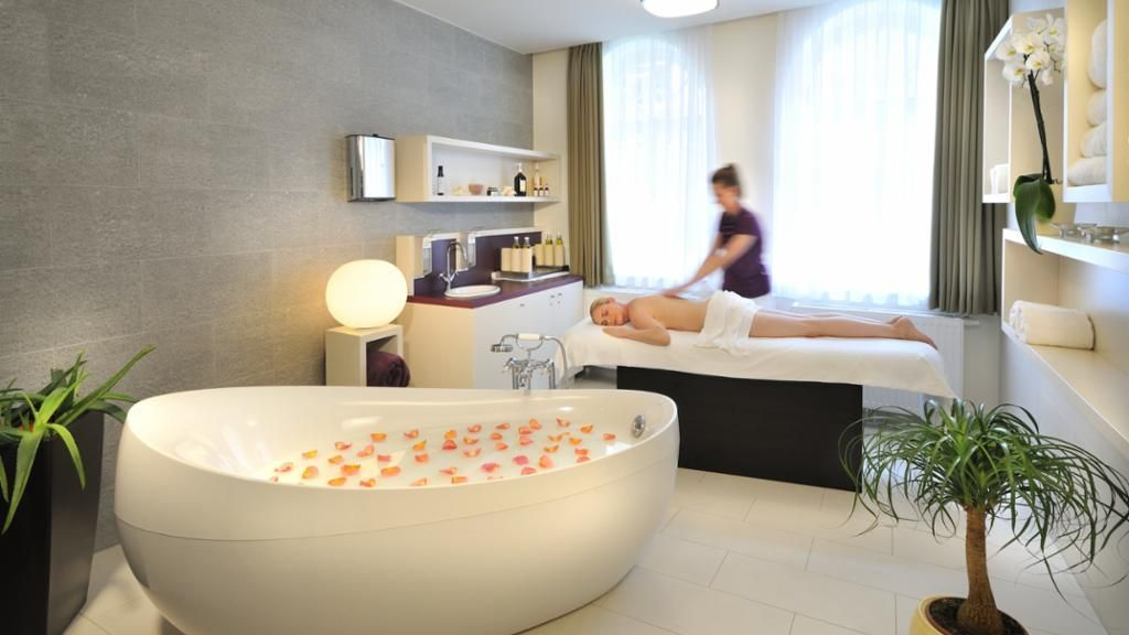 Massageraum luxus  la pura women's health resort kamptal, Gars am Kamp - 4-Sterne Hotel ...