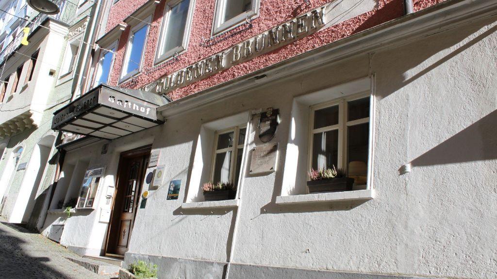 Keramikhotel Goldener Brunnen Gmunden Aussenansicht - Keramikhotel_Goldener_Brunnen-Gmunden-Aussenansicht-1-563515.jpg