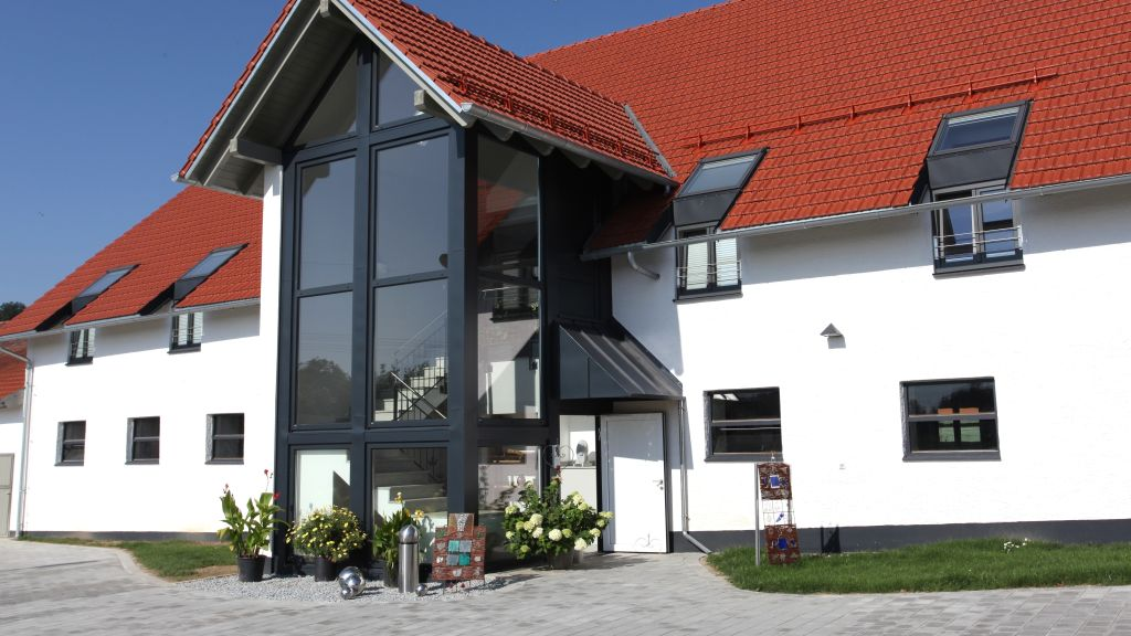 Wasmayr Hof Altdorf Exterior view - Wasmayr_Hof-Altdorf-Exterior_view-3-779380.jpg