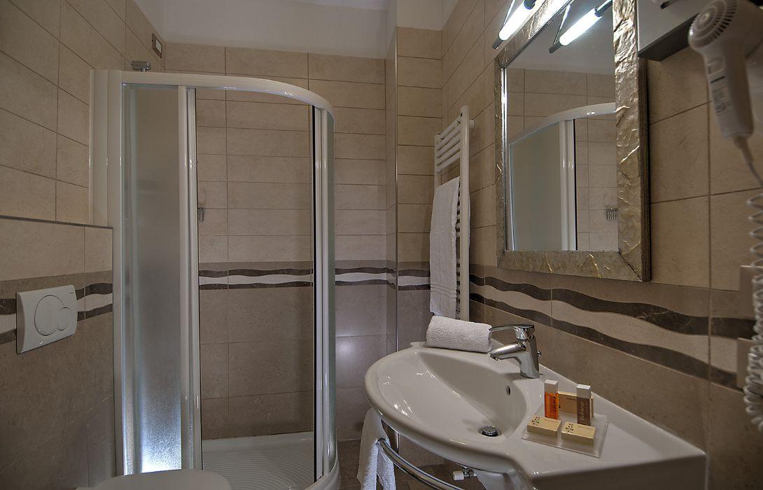 Hotel Excelsior Le Terrazze Garda Hotel Info