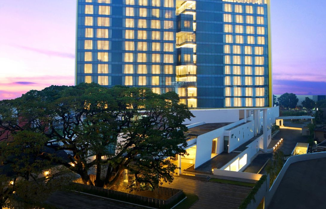 Hotel Doubletree By Hilton Jakarta Diponegoro Great Prices At Hotel Info