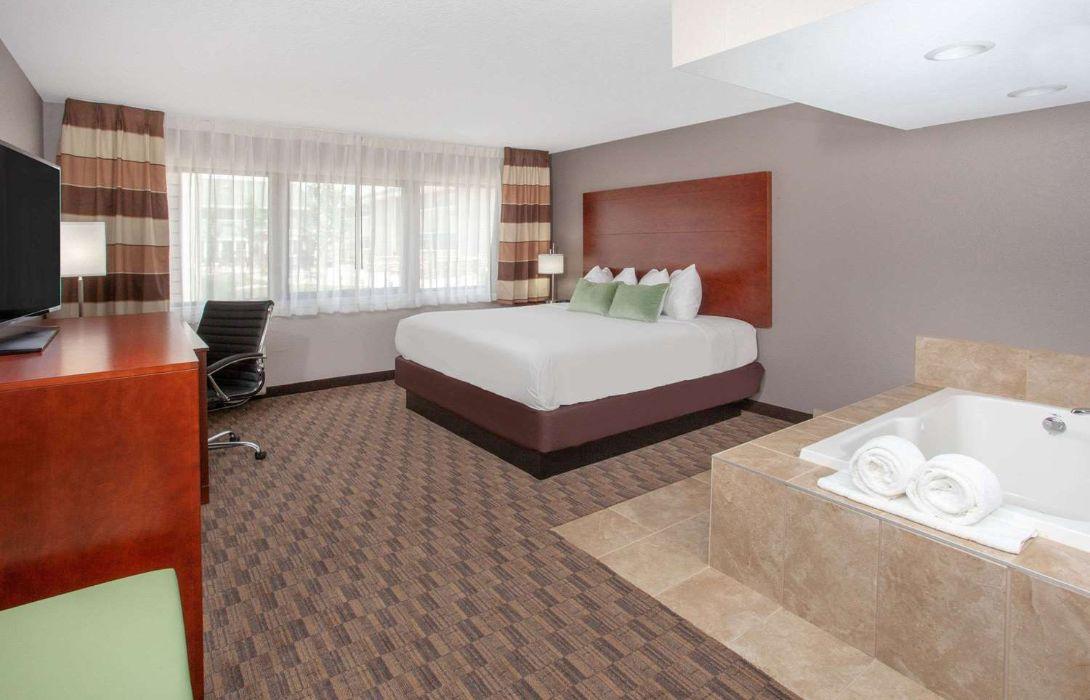 Hotel Wyndham Garden Fort Wayne Great Prices At Hotel Info