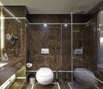 Bagno in camera DoubleTree by Hilton Istanbul Esentepe