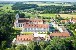 Kloster Holzen Allmannshofen Aussenansicht - Kloster_Holzen-Allmannshofen-Aussenansicht-2-499191.jpg