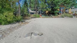 Hotel 7460 N Lake Blvd 3 Br home by RedAwning - Tahoe Vista (California)