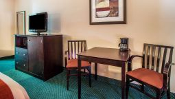 Room Quality Inn & Suites Arnold