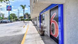 MOTEL 6 CORONA - Corona (California)