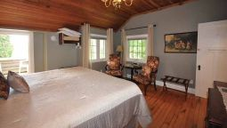 Hotel Whispering Pines B&B - Barrie