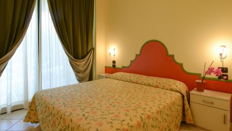 Le Terrazze sul Lago Residence Hotel - 4 HRS star hotel in Padenghe ...