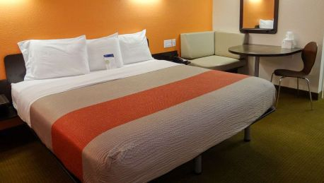 Motel 6 Erie PA - 2 HRS star hotel in Langdon