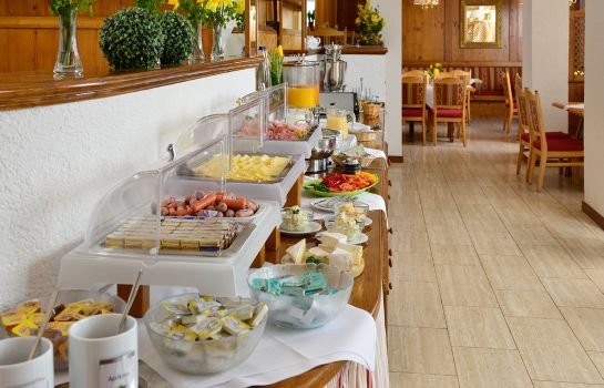 Buffet prima colazione Michel & Friends Hotel