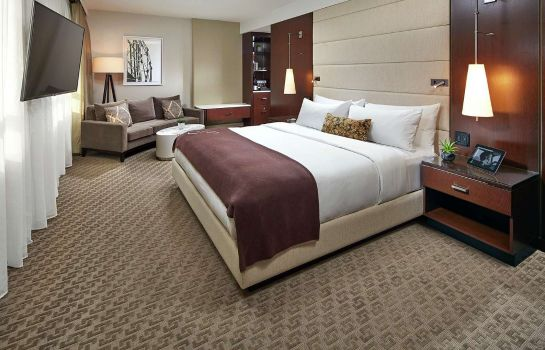 Zimmer The Statler Dallas Curio Collection by Hilton