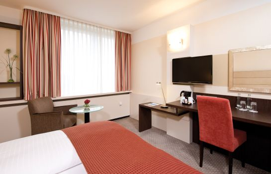 Double room (superior) Leonardo Hotel Munich Arabellapark