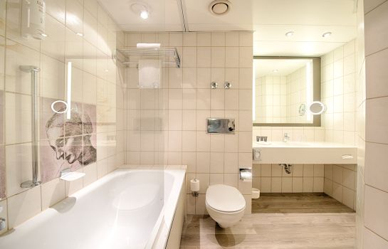 Bathroom Leonardo Royal Hotel Frankfurt