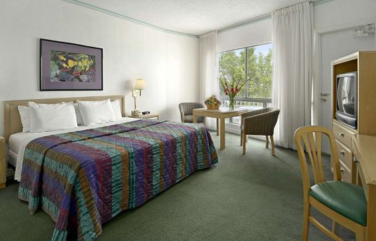 Chambre DAYS HOTEL BY WYNDHAM THUNDERB