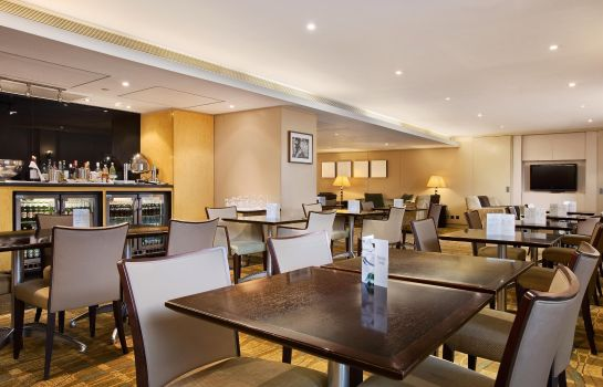 Hotel bar Hilton London Gatwick Airport