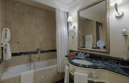 Bagno in camera NH Firenze Anglo American