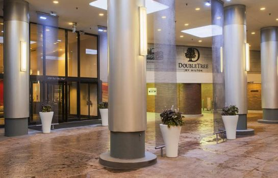 Buitenaanzicht DoubleTree by Hilton Chicago - Magnificent Mile