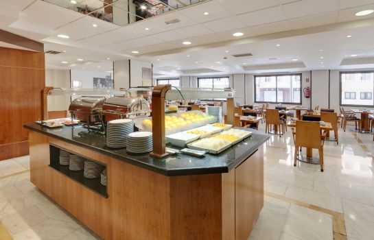 Ontbijtbuffet Hotel Madrid Centro managed by Melia
