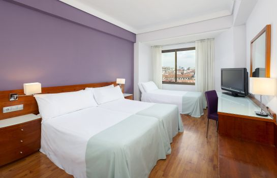 Driepersoonskamer Hotel Madrid Centro managed by Melia