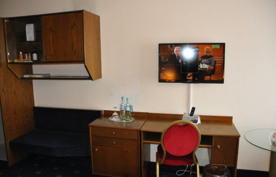 Single room (standard) CCH City-Club-Hotel