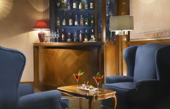 Bar del hotel Titano Suites