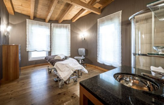 Massageraum Adula Wellnesshotel