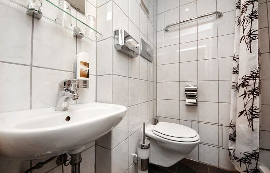 Badezimmer City Hotel Storch
