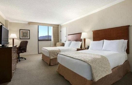 Zimmer Ontario Airport Hotel and Conference Center
