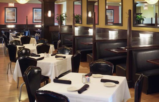 Restaurant DoubleTree by Hilton Chicago - North Shore Conference Center