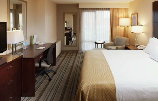 Zimmer DoubleTree by Hilton Chicago - North Shore Conference Center