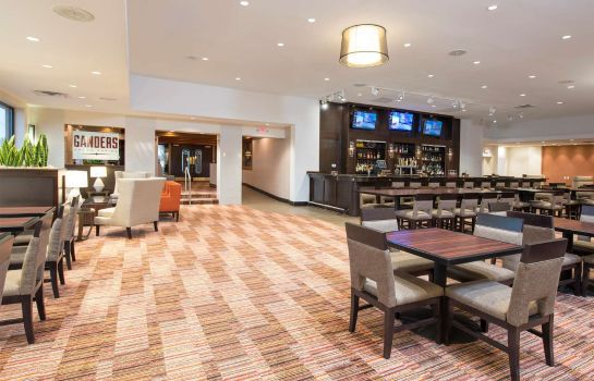 Hotel bar DoubleTree by Hilton Grand Rapids Airport