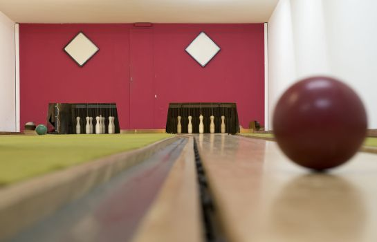 Skittle alley Days Inn