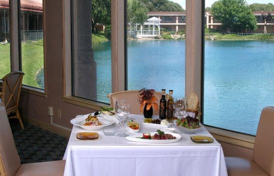 Restaurante Red Lion Hotel Woodlake Conference Center Sacramento