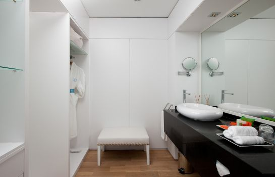 Massage room NH Collection Madrid Eurobuilding