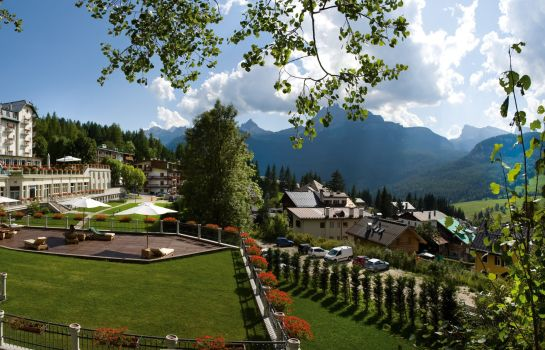 Vista esterna Cortina d'Ampezzo  a Luxury Collection Resort & Spa Cristallo